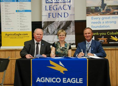 (L to R) Jack Birtch, Chairman of the Historical Cobalt Legacy Fund, Michele Lamoureux – President Temiskaming Foundation and Sean Boyd, CEO of Agnico Eagle signing agreement for the $1 million Agnico contribution to the Historical Cobalt Legacy Fund.